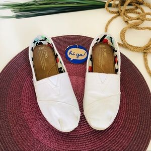TOMS-classic canvas flat shoes.